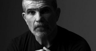 David-Mamet-networth-house-salary-cars