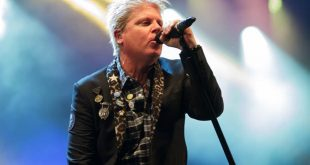 Dexter-Holland-networth-salary-house