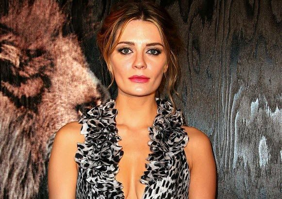mischa-barton-networth-salary